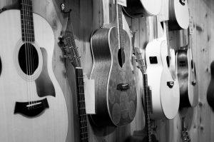 高く売れるギターとは?