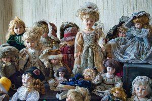 世界中で身代わりとして使われた日本人形