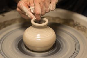 散歩道の陶器・陶芸・陶磁器の買取について